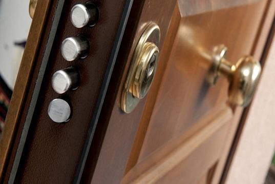 Isolamento termico porta blindata ingresso e garage
